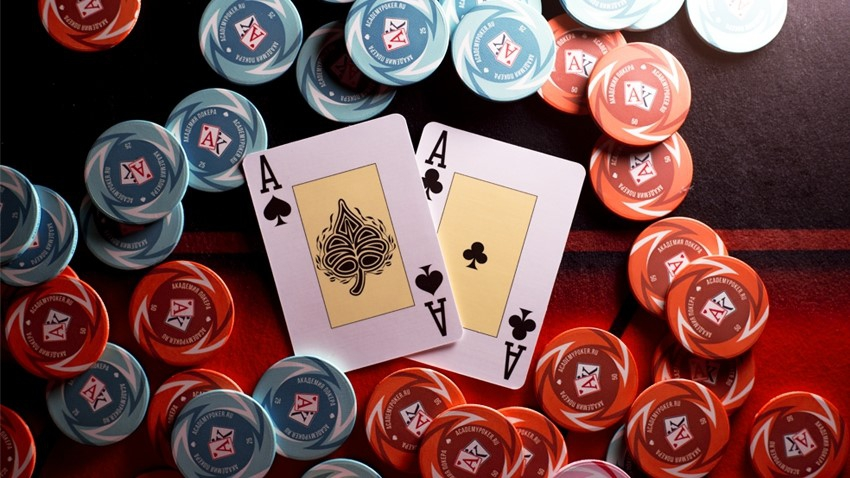 Strong Hands' Battle or How to Deal with Poker Coolers